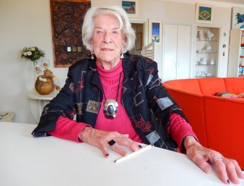 Onthulling ANWB-bordje op huis Miep Diekmann