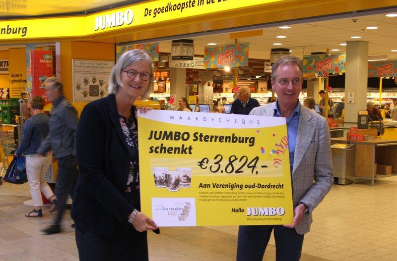 jumbo_sterrenburg_schenkt_vereniging_oud-dordrecht_cheque